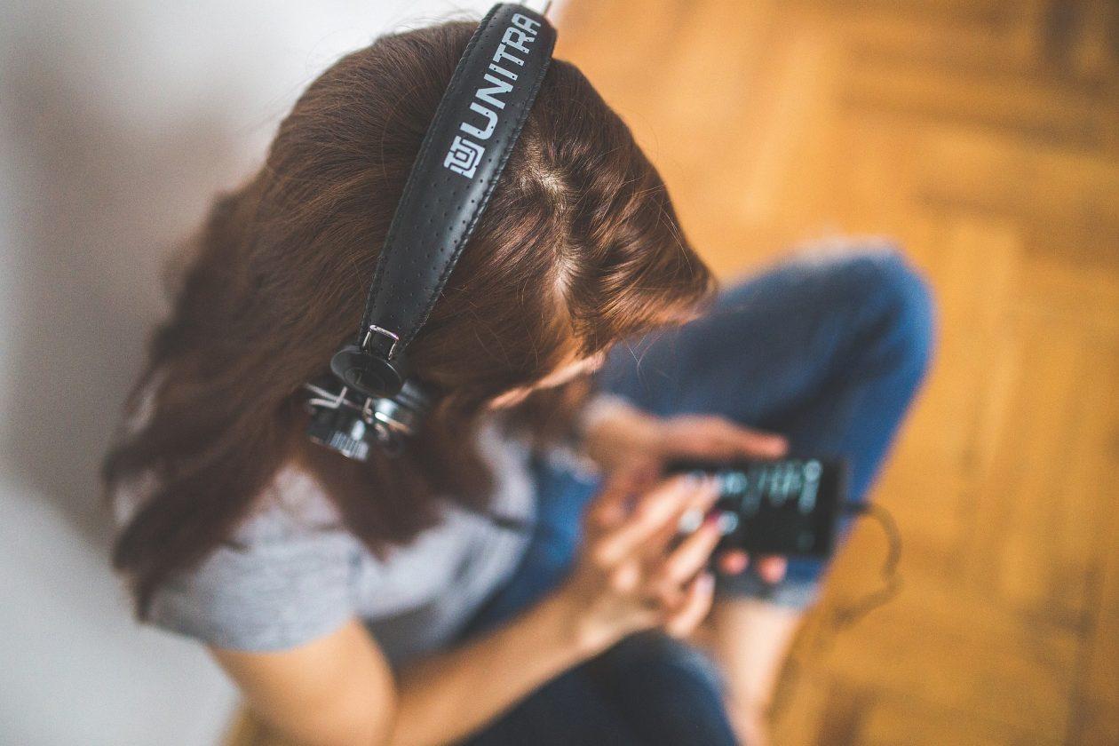 Kuuntele, viihdy ja opi – podcastit opettajan työvälineenä